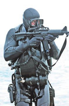 Each member of the Navy SEAL has at its disposal the best equipment on the market.